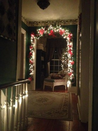 The Briar Rose Bed and Breakfast: Upstairs Hallway