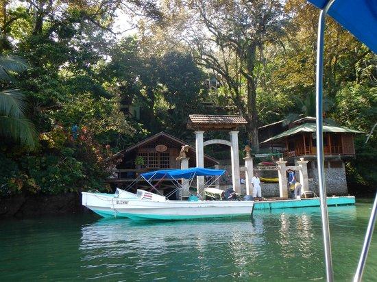 Aguila de Osa Inn: Dock where you arrive.