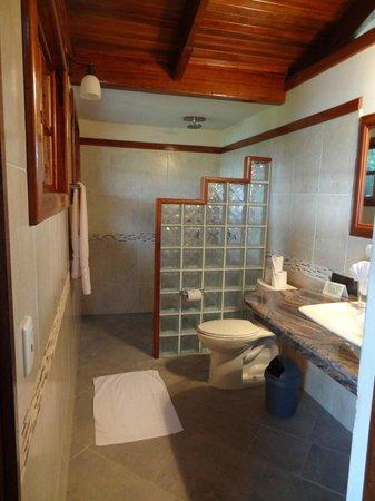 Aguila de Osa Inn: Bathroom in room 12