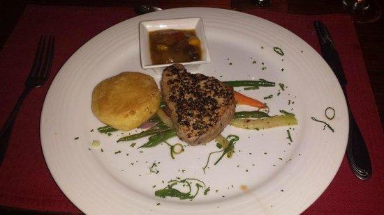 Aguila de Osa Inn: Fresh caught Tuna Steak, delicious!