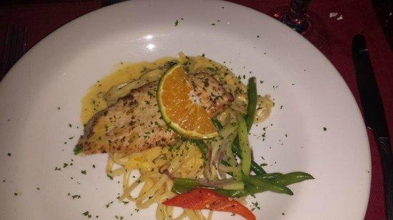Aguila de Osa Inn: Chicken dish served the same night as the Tuna Steak.