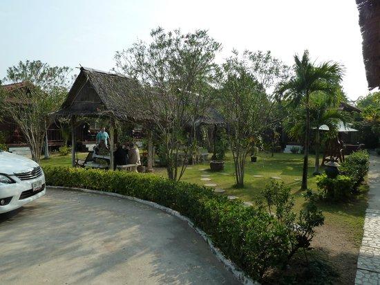 Thai Garden Inn: View from reception to garden cabins