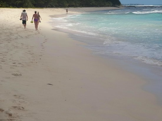 Hilton Barbados Resort: Hilton's beach walks