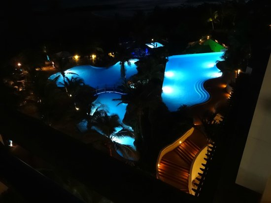 Hilton Barbados Resort: The Hilton Barbados Pool at night