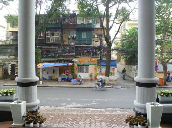 Sunway Hotel Hanoi : Looking Out From the Front of Hotel