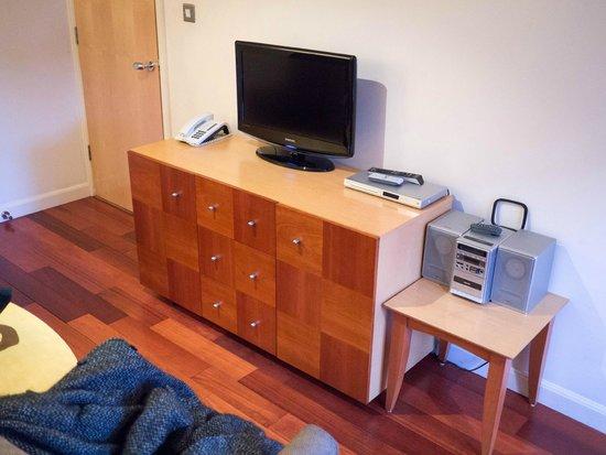 Holyrood apartHOTEL : Living room