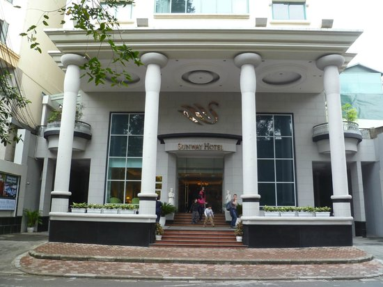 Sunway Hotel Hanoi: Front of Hotel