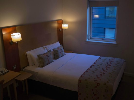 Holyrood apartHOTEL: Second bedroom