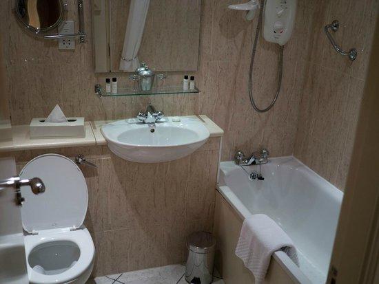 Holyrood apartHOTEL : Bathroom