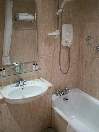 Holyrood apartHOTEL: Bathroom