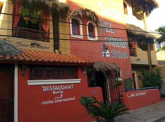 Hotel el Rancho: Front view from the street