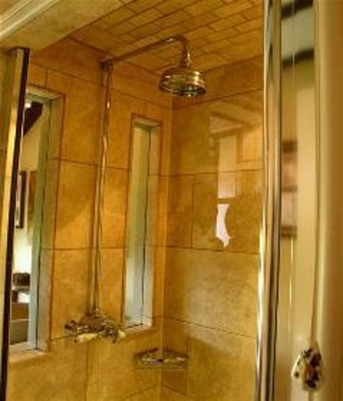 Radnors Bed and Breakfast: Shower enclosure