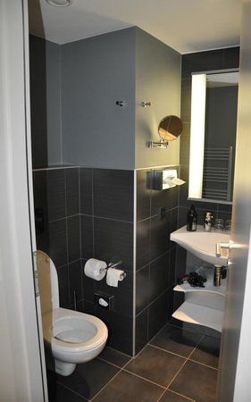 Adagio Muenchen City: Ванная
