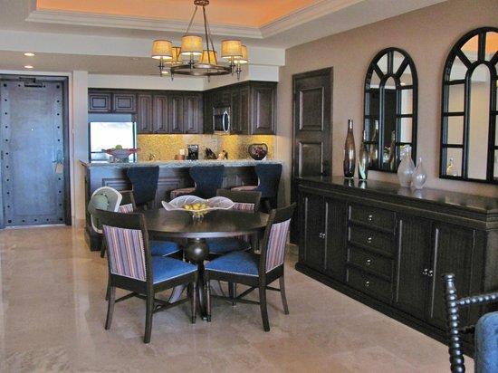 Grand Solmar Land's End Resort & Spa: Dining Room/Kitchen