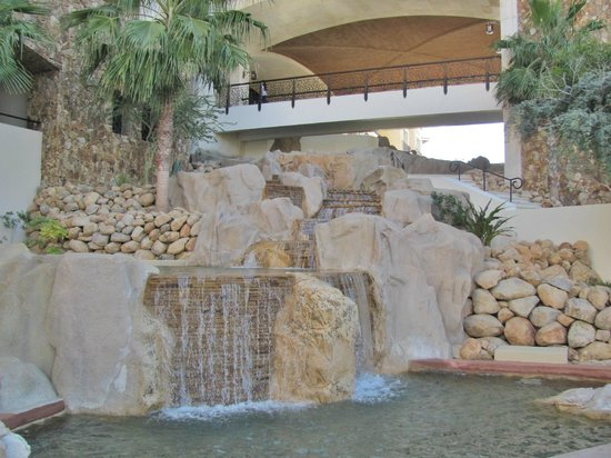 Grand Solmar Land's End Resort & Spa : Falls Beside Stairs to Lobby