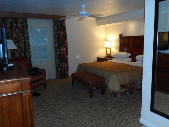 Sheraton Vistana Resort - Lake Buena Vista : master bedroom, 2 bed apt.