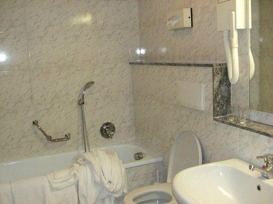 Grand Hotel Terme: bagno della camera