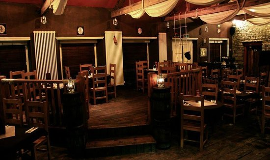 Calico Jack Restaurant & Bar: Inside