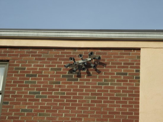 Econo Lodge : This is just the side cameras.