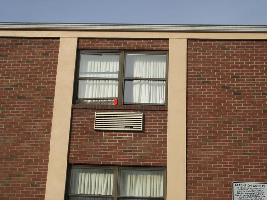 Econo Lodge : Why do you keep a window open in a hotel in January?