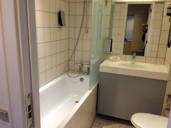Quality Airport Hotel Dan: Deluxe room