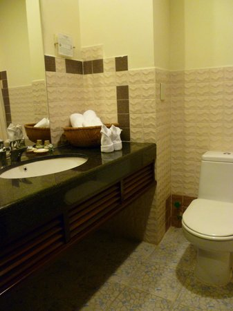 Sandy Beach Non Nuoc Resort Da Nang Vietnam, Managed by Centara : Bathroom