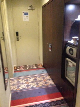 Mercure London Bridge : By the front door and bathroom!