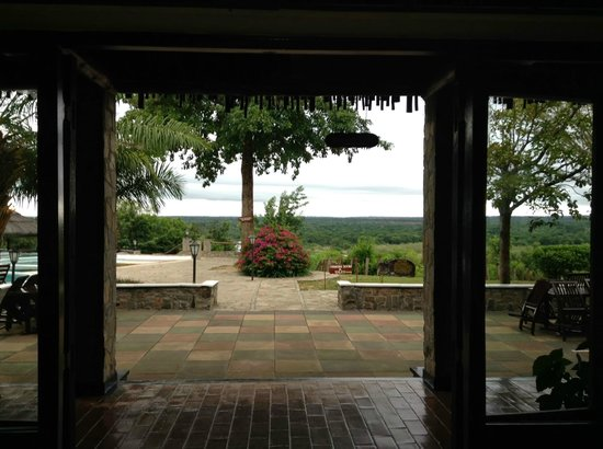 Paraa Safari Lodge: Looking out toward the Nile from the lobby