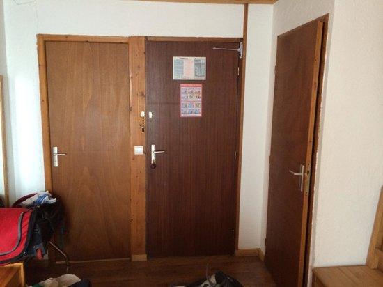 Hotel du Mont-Charvin : Une chambre WC/bain. Beaucoup moins sympa de ce  côté !