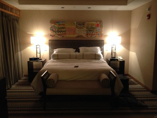 Sheraton Grand at Wild Horse Pass : Master Bedroom