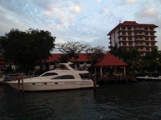 Taj Malabar Resort & Spa Cochin : L'arrivée en bateau