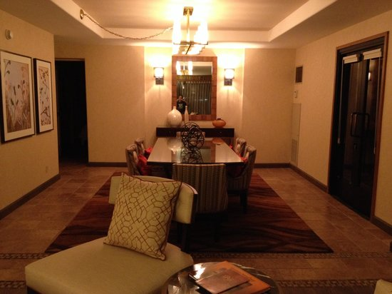 Sheraton Grand at Wild Horse Pass: Dining Room - Presidential Suite