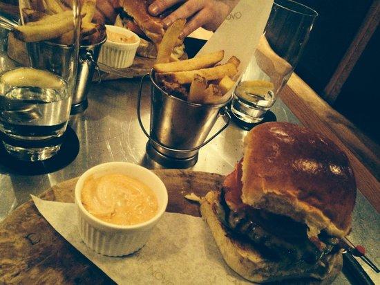 Cafe Novo: Delicious burger!