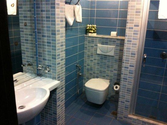 Haroon Hotel: My bathroom