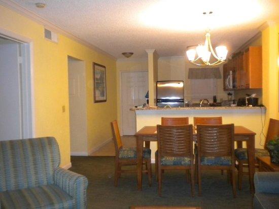 Blue Tree Resort at Lake Buena Vista: Comodo Comedor y sala de estar