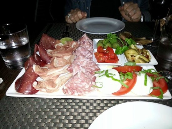 Zest Ristorante & Winebar: Antipasta for 2 ...sooooo good