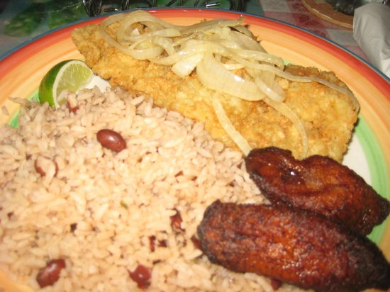 Star Island Restaurant: Conch steak with plantains and rice and beans