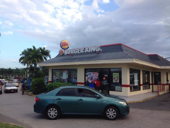 Hotel Riu Montego Bay: Burger King in front of the resort, whopper tasted just like the ones I eat in Canada