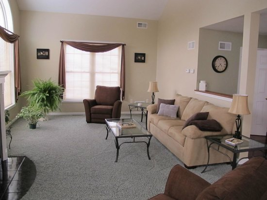 Inn of Simple Elegance: Sitting areas w/views to the koi pond and waterfall!
