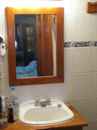 Hotel Bocas del Toro: Waschbecken bietet kaum Ablagemöglichkeiten