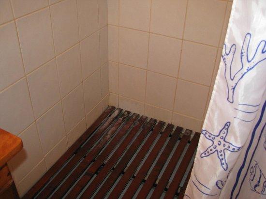 Hotel Bocas del Toro: Vergammelter Lattenrost in der Dusche