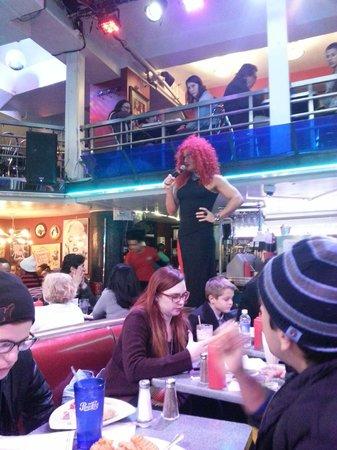 Ellen's Stardust Diner : Singing in Drag