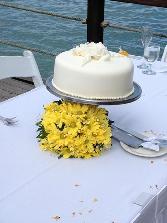 Jewel Paradise Cove Resort & Spa Runaway Bay, Curio Collection by Hilton: Our wedding cake..it was delicious