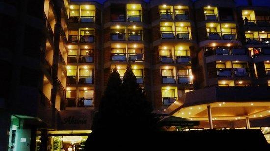 Hotel Aktinia: Hotel nocą