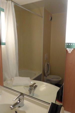 Ibis Rouen Centre Rive Droite: la salle de bain