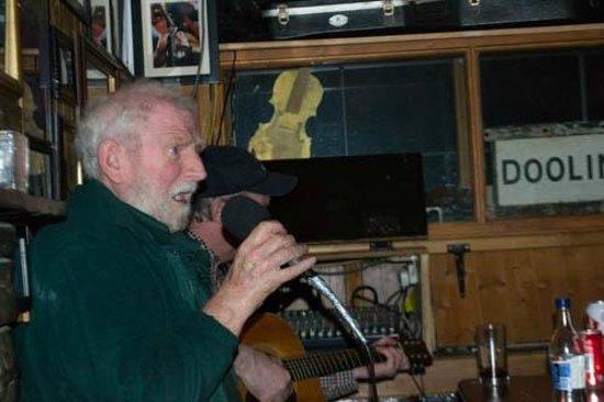 McGann's Pub and B&B: great singer