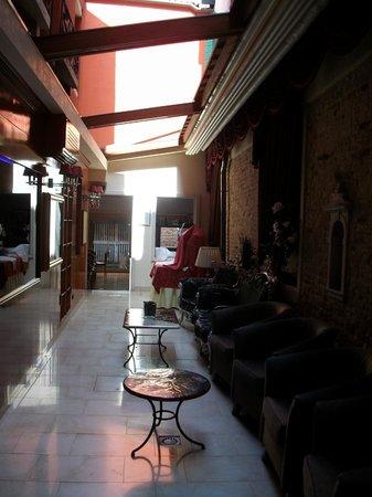 Alcyone Hotel: Hall d'entrée+salle à manger avec vue sur canal