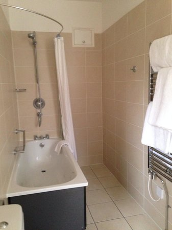 The Spa Hotel : Spotless bathroom in room 114