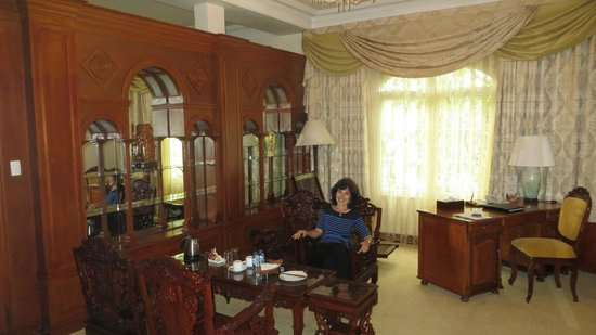 Hotel Continental Saigon : Sitting Room of a Continental Suite