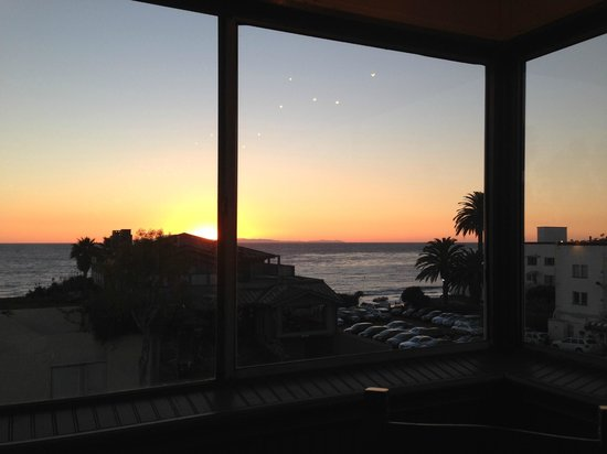 Big Fish Tavern: Sunset view from enclosed patio